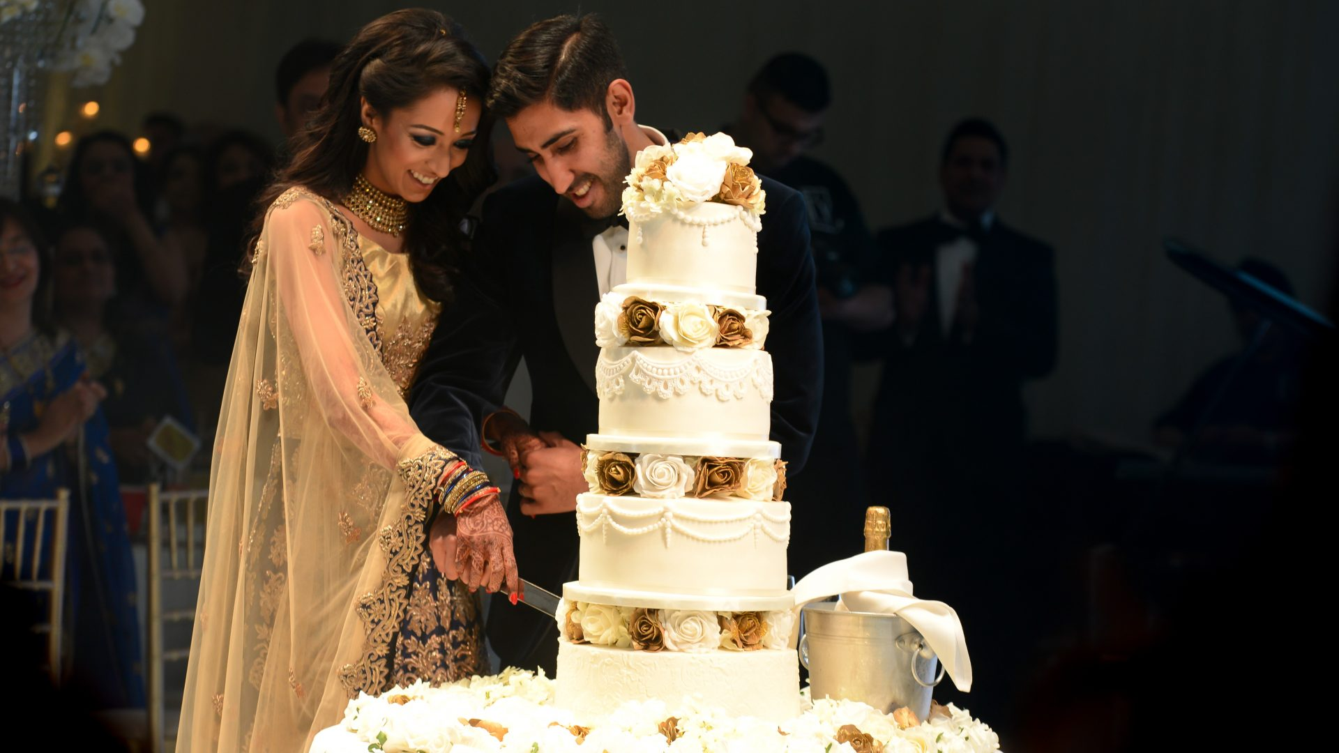cake-cutting-asian-wedding-planner