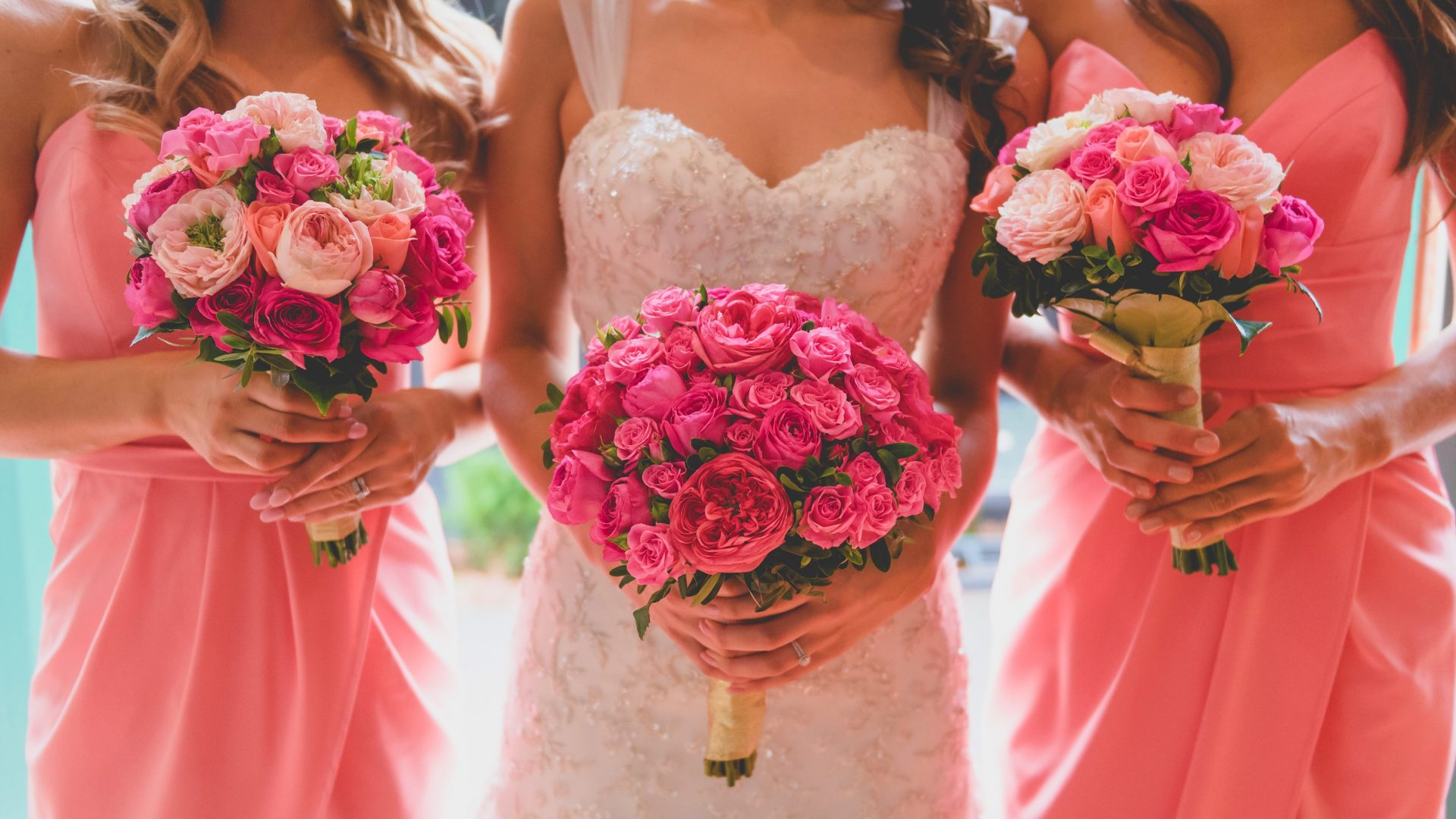 bride-bridesmaid-flower-bouquets